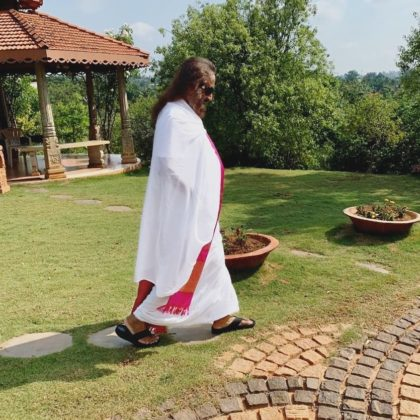 Gurudev Sri Sri Ravi Shankar Walking in Ashram