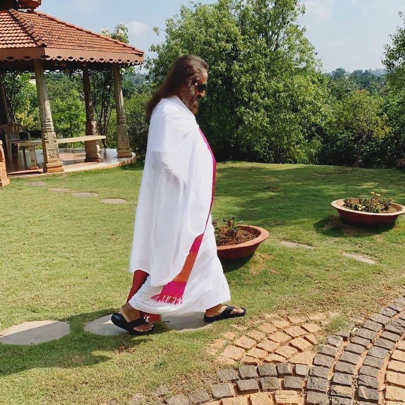 Gurudev Sri Sri Ravi Shankar Walking in Ashram